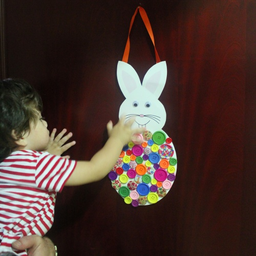 buttons bunny - DIY easter door hanger