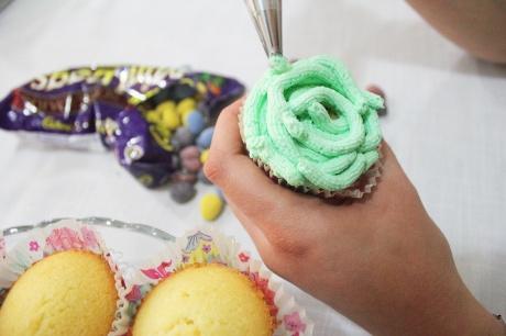 bird nest cupcake