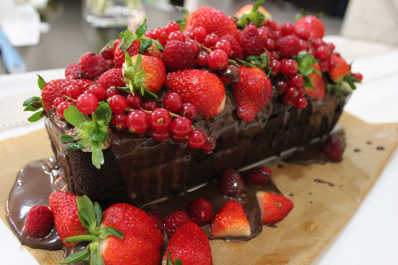 spectacular chocolate cake with red fruits marmite et ponpon