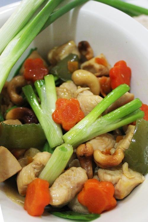 thai stir fried chicken cashew nut