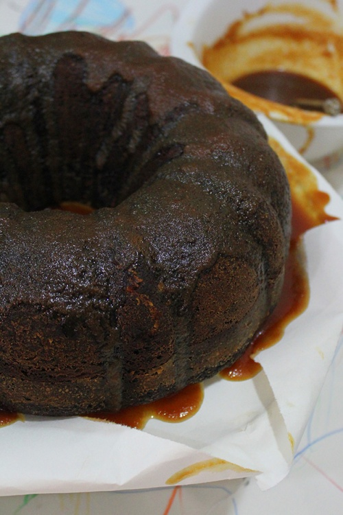 chocolate whiskey cake with caramel whiskey sauce