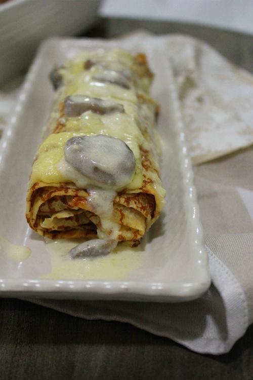 Savoury chicken crêpes with creamy mushroom sauce