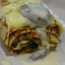 Savoury chicken crêpes with creamy mushroom sauce