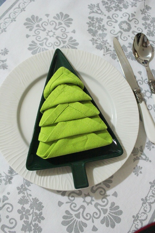 napkin fold as christmas tree