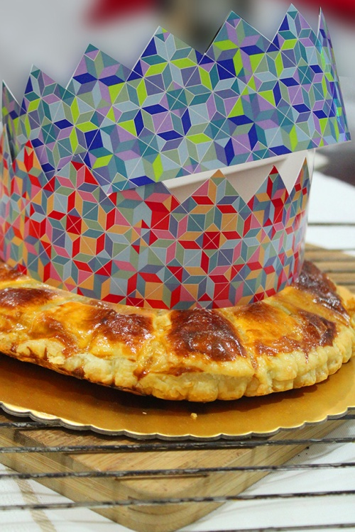 galette des rois and crowns