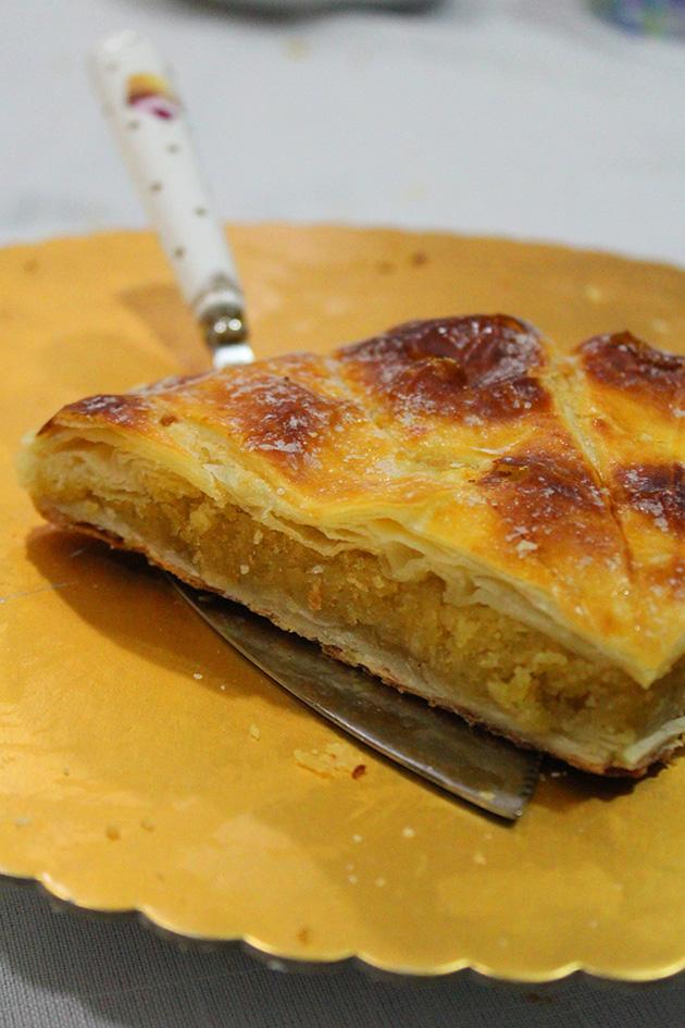 Puff pastry marmite et ponpon - Galette des rois decoration ...
