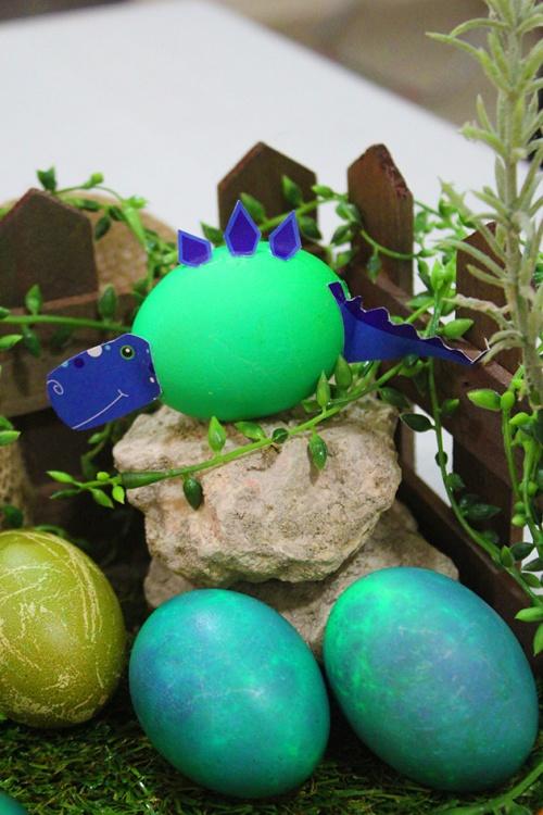 creative easter eggs decoration dinosaurs land diy marmite et