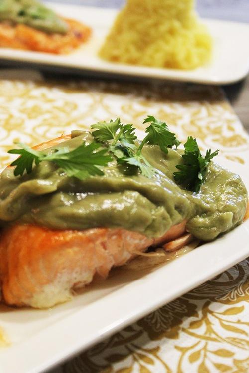 baked salmon with avocado sauce