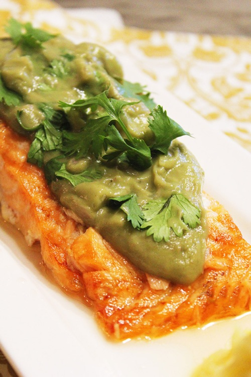 baked salmon with avocado sauce