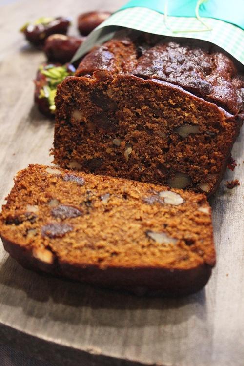 date walnut cake