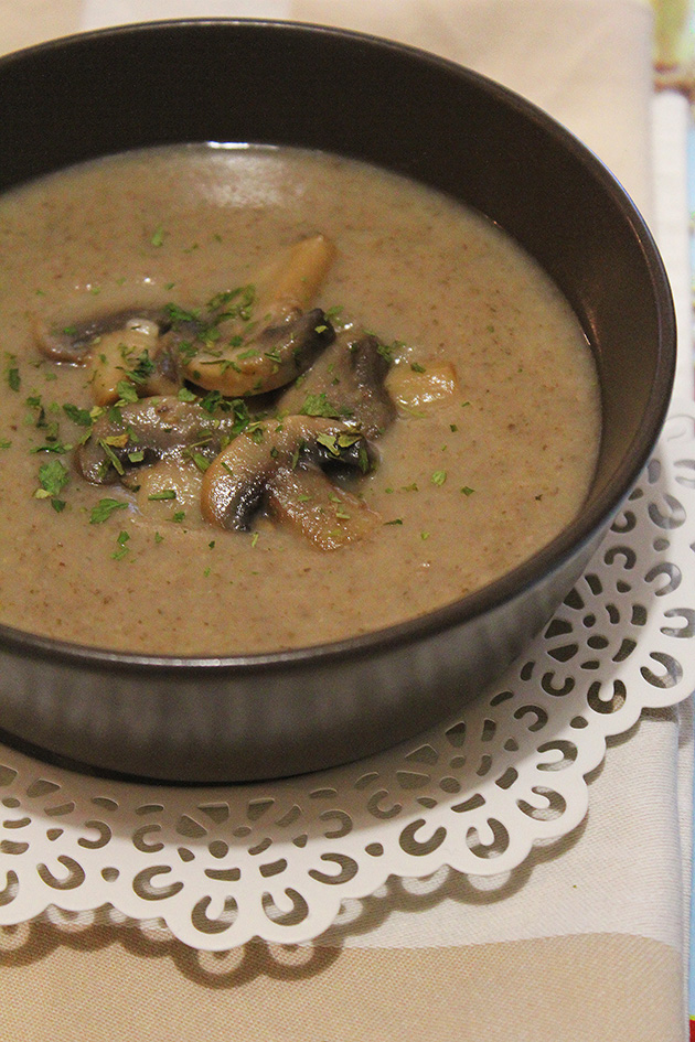 The best homemade mushroom soup marmite et ponpon for Homemade marmite recipe