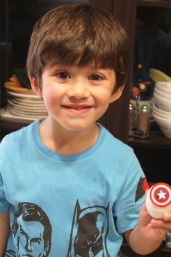 1 superheroes Easter eggs| marmite et ponpon