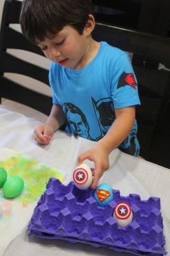 2 superheroes Easter eggs| marmite et ponpon