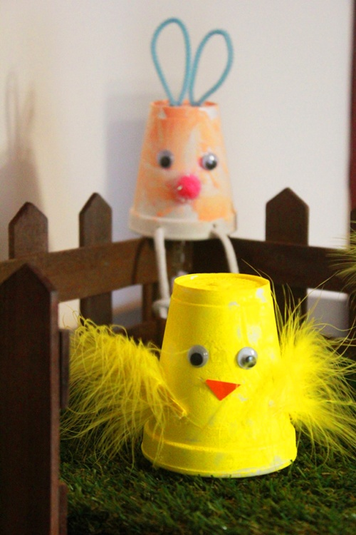 Easter bunnies and chicks cups