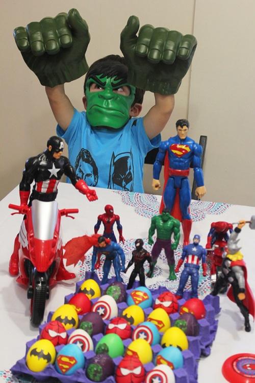 superheroes Easter eggs marmite et ponpon