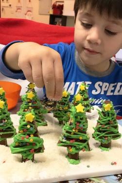 3-kit-kat-christmas-tree-t-marmite-et-ponpon