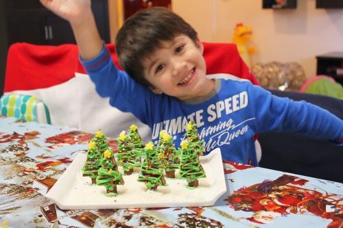 8-kit-kat-christmas-tree-t-marmite-et-ponpon