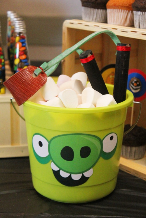 angry-birds-birthday-party-marshmallows-pig-marmite-et-ponpon