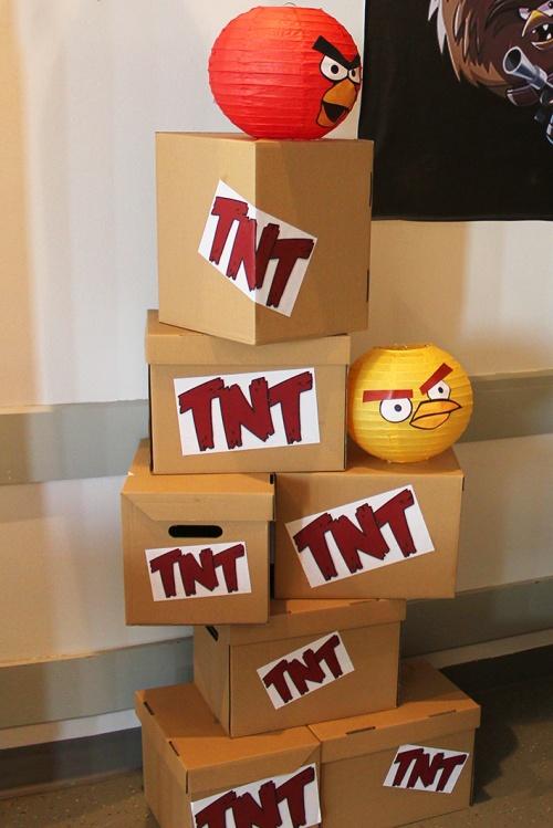 angry-birds-birthday-tnt-boxesmarmite-et-ponpon