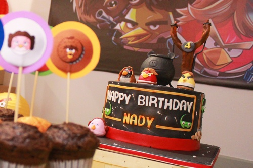angry-birds-party-cake-marmite-et-ponpon