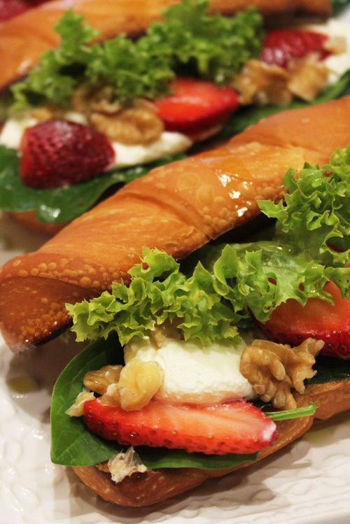 boursin-cheese-spinach-and-strawberry-sandwich