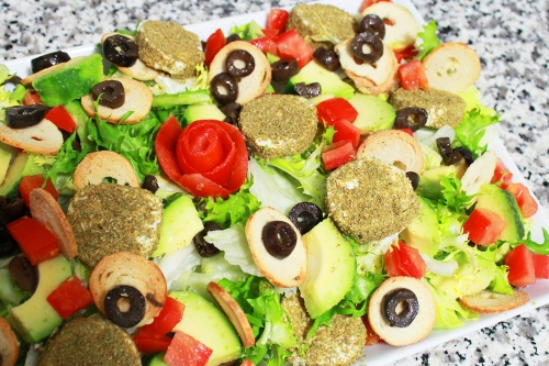 thyme goat cheese and bake rolls salad